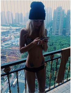 ✦⊱ɛʂɬཞɛƖƖą⊰✦ Crazy Hats, Girl Smoking, Health Motivation, Pretty People, Girl Crushes, Bikinis, Swimwear, Beanie, My Style