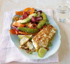Zum Radicchio-Avocado-Salat servieren wir ein knuspriges Kabeljaufilet - lecker!