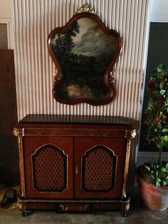 480,00€ · Mueble de Estilo · Muebles con detalles de bronce e incrustaciones con diferentes maderas, muy decorativo. · Hogar y jardín > Antigüedades