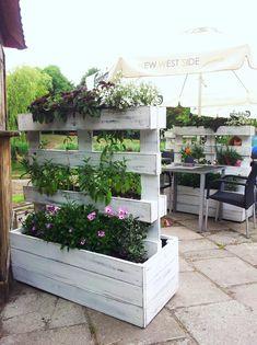 44 Best Ideas for Reusing Wooden Pallets in the Garden - DIY Planters - Garden Deco, Herb Garden, Diy Planters, Wood Pallet Planters, Garden Planters, Wooden Pallets, Back Gardens, Amazing Gardens, Garden Furniture