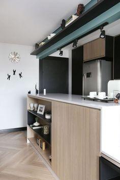 Apartamento descolado de 57 m² (Foto: Mariana Orsi / divulgação) Lofts, Interior Decorating, Interior Design, Kitchen Cupboards, Kitchen Interior, Interior Inspiration, Sweet Home, New Homes, Living Room