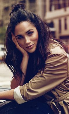 Meghan Markle, opens about how women like Julia Roberts, Alice Waters, and others changed her life. Pretty People, Beautiful People, Gorgeous Women, Meghan Markle Style, Meghan Markle Fashion, Meghan Markle Suits, Meghan Markle Hair, Prince Harry And Megan, Meghan Markle Prince Harry