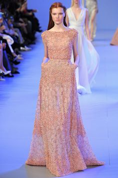 Elie Saab Spring 2014 Couture–For Elie Saab's spring-summer 2014 haute couture collection, the designer found himself inspired by the work of Sir Lawrence… Elie Saab Couture, Ellie Saab, Style Couture, Haute Couture Fashion, Couture Details, Fashion Week Paris, Fashion Show, High Fashion, Vestidos Elie Saab
