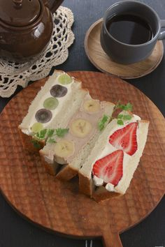 Image in Korean asthetics & Noodles & food 🥗🍝 collection by Miss Flower Bento Recipes, Dessert Recipes, Desserts, Fruit Sandwich, Bistro Food, Cooking Bread, Food Crush, Weird Food, Cafe Food