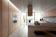 Exterior e interior en perfecta armonía para cocinas de ensueño   #cocinas #cocinasdemadera #cocinasconisla #cocinasmadrid #diseñodecocinas