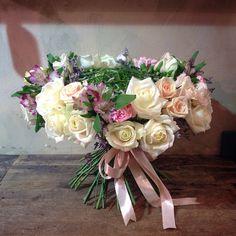 Bouquet with roses, creative bouquet, креативный букет, букет с розами на плетёном каркасе из берграса. Florist Anny Smirnova
