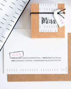 Geboortekaart en doopsuiker met grafisch ontwerp zwart-wit en roze accenten (c)Alsjeblief.be
