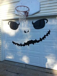 Your garage door takes up a huge portion of your house, so don't let it go unnoticed this year during Halloween. Show it some love with these quick and easy Halloween garage decorations ideas. Halloween Garage Door, Garage Door Decor, Halloween Door Decorations, Holiday Decorations, Holiday Ideas, Halloween Haunted Houses, Halloween House, Halloween Diy, Halloween 2019