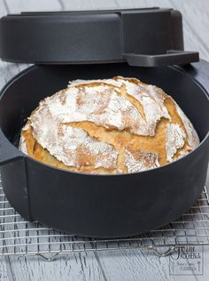 Recipe: No-Knead-Bread: The bread for the lazy like me - gernekochen.de - A bread that even lazy people can bake? Yes, our no-knead bread is perfect for those who want good - Scones Ingredients, Baking Ingredients, Pampered Chef, Baguette Recipe, Pancakes, No Knead Bread, Dutch Recipes, Bread Recipes, Vegetarian Recipes Easy