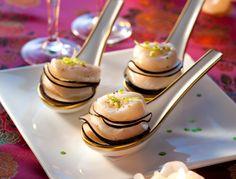 Pour l'apéritif de Noël il est souvent pratique de préparer vos recettes à l'avance. Certains produits sont évidemment inévitables pour un apéritif festif, comme le foie gras par exemple. Découvrez nos recettes festives pour l'apéritif qui régaleront vos invités !