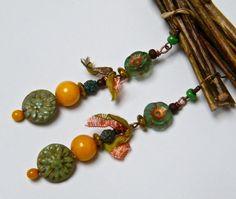 Boucles d'oreilles bohèmes, longues, rustiques, perles verre, cuivre, tissu : Boucles d'oreille par francesca