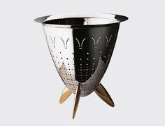 Colador Max le Chinois. Diseño Philippe Starck, 1990. Colador de acero inoxidable brillante con interior mate. http://es.ideesdisseny.com/eshop/cocina/para-cocinar/colador-max-le-chinois-id-1400.htm