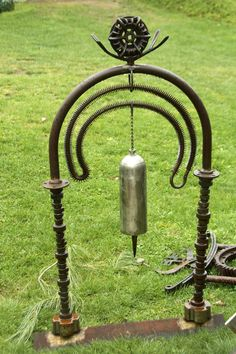 Large gas tank chimes with metal stand Metal Art Projects, Welding Projects, Metal Crafts, Garden Projects, Garden Ideas, Welding And Fabrication, Metal Art Sculpture, Metal Garden Art, Welding Art