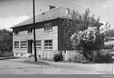 Moelv apotek, eksteriør.Apoteker Sigurd Syvertsen bygget egen apotekergård i  Åsmarkvegen 1 i 1941. Huset er tegnet av arkitekt Rolf Prag, Hamar. Huset ble revet i 1976. @ DigitaltMuseum.no Outdoor, Prague, Outdoors, Outdoor Games, The Great Outdoors