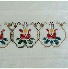 This Pin was discovered by müf Small Cross Stitch, Cross Stitch Borders, Cross Stitch Flowers, Cross Stitch Designs, Cross Stitching, Cross Stitch Embroidery, Hand Embroidery, Cross Stitch Patterns, Embroidery Patterns Free