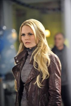 3x21/22 Snow Drifts/There's No Place Like Home - ABC Promo Stills | Emma