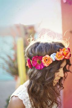 Crown of flowers and loose waves #boho