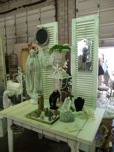 tabletop display: shutters