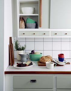 Kitchen Remodel & Decor - Money-Saving Kitchen Renovation Tips - Ribbons & Stars Kitchen Dinning, Home Decor Kitchen, Kitchen Interior, New Kitchen, Home Kitchens, Kitchen Mat, Kitchen White, Kitchen Cabinets, Interior Blogs