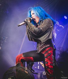 Alissa White-Gluz Photos by Jonas Persson Heavy Metal Girl, Heavy Metal Rock, Heavy Metal Music, Heavy Metal Bands, Black Metal, Witcher Wallpaper, Rock And Roll Girl, Ladies Of Metal, Alissa White
