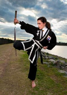 Kuk Sool Won of Clemson head instructor and school owner training with a weapon… Korean Martial Arts, Martial Arts Women, Dojo, Viet Vo Dao, Warrior Girl, Warrior Women, Warrior Princess, Katana Girl, Martial Arts Workout