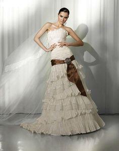 Vestido de novia con detalle de lazo cafe de Pepe Botella 2012
