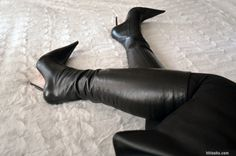 Large size women's shoes utilized to be extremely hard to find. Many females would need to find specialist stores and wait on orders for their size. Nevertheless, Larger feet are no longer thought about to be unusual as they when were. Knee High Heels, Black High Heels, Leather High Heel Boots, Heeled Boots, Sexy Stiefel, Extreme High Heels, Beautiful High Heels, Long Boots, High Boots