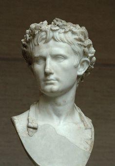 """""""Imperador Augustus com a Coroa Cívica"""". (Glyptothek, Munique)."""