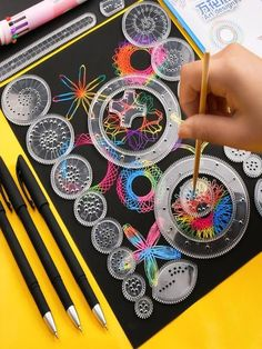 Cool Paper Crafts, Diy And Crafts, Kids Crafts, Arts And Crafts, Hand Home, Spirograph, Fun Activities For Kids, Childhood Toys, Yard Art