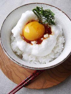 卵白をあわ立てたふわふわの卵かけご飯、もう食べました?!メレンゲはお菓子だけじゃないんです!出汁入りのメレンゲがのったふわふわ卵かけご飯のレシピ♡朝から元気が出てきます♪