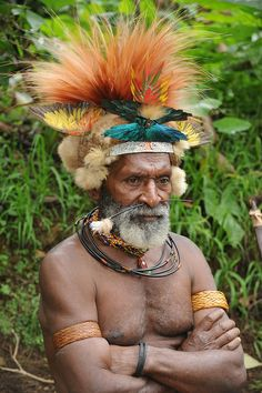 Huli tribe - Tari Papua New guinea We Are The World, People Around The World, Arte Plumaria, Voyant Medium, West Papua, Tribal People, African Beauty, Interesting Faces, Papua New Guinea