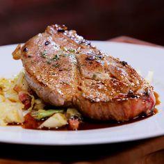 Vepřová krkovička s kapustou Steak, Pork, Treats, Cookies, Recipes, Kale Stir Fry, Sweet Like Candy, Crack Crackers, Goodies