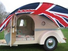 I want to go Camping! , my style - Ten Adorable Vintage Teardrop Campers Custom Teardrop Trailer Teardrop Caravan, Teardrop Trailer, Teardrop Campers, Kombi Trailer, Camper Trailers, Rv Campers, Trailer Awning, Retro Trailers, Custom Trailers