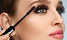 Know your mascara. You might have stopped in Sephora recently and picked up that brand new mascara that promises thick, long, curle. Eye Makeup Images, Eye Makeup Tips, Clean Makeup, Makeup Inspo, Beauty Makeup, Beauty Tips, How To Apply Eyeliner, How To Apply Makeup, Applying Mascara