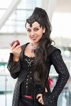 Wicked Queen Grimhilde (Once Upon a Time) at Anime Expo 2014