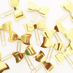 Need something gold? These gold bow paper clips will definitely add that little bit of shine to your pages. Youll be receiving 3 gold-foiled Cute Planner, Happy Planner, Planner Ideas, Man Vs Pin, Gold Foil Paper, Planner Supplies, Planner Organization, Organizing, Best Planners