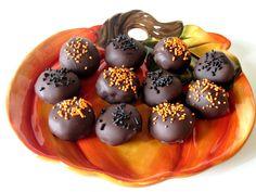 Pumpkin Chocolate Chip Cookie Dough Truffles | Love to be in the Kitchen #pumpkin #truffles