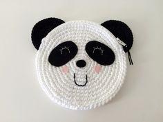 Ik haakte dit schattige panda portemonneetje / tasje. Het patroon wil ik graag met jullie delen. Benodigdheden: - 1x Catania grande ...
