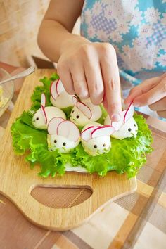 Souris de Pâques avec œufs farcis et radis