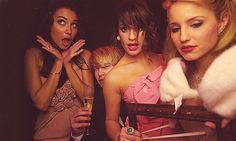 """ACHELE + NAYA + CHORD during the Golden Globes! I MISS THIS :""""( Dianna looks so beautiful in this! So Alice in the Wonderland"""