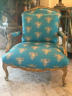 """""""Buzzy"""". www.facebook.com/1thegatheringplace Funky Chairs, Cool Chairs, French Furniture, Vintage Furniture, Comfortable Accent Chairs, Fireplace Mirror, Oversized Chair, French Country Decorating, Upholstered Furniture"""
