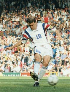 Zinedine Zidane of France in action at Euro Uefa European Championship, European Championships, Football Icon, College Football, European Soccer, Fc Chelsea, Football Fashion, Zinedine Zidane, France