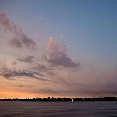 ...vom Unwetter verschont II... #hamburg #streetphotography #sailing #segeln #clouds #sky #alster #skyline #urban #urbanromantix #welovehh #040 #igershamburg #wirsindhamburg #ahoi #weshowhh #wearehamburg #nofilter #heimatstadt #alster #hhexp #imxplorer #bestgermanypics #ig_today #sunset www.porip.de
