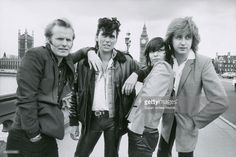 Portrait of British/American rock group the Pretenders as they pose. Great Bands, Cool Bands, Classic Rock Artists, Chrissie Hynde, Pop Rock Music, The Pretenders, Power Pop, British American, Rock Groups