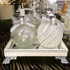 Mosaico prata. #difusor #difusordevaretas #difusoresdeambiente #sabonete #handsoap #bandeja #pérolas #prata #laço #lavabo #casa #casacheirosa #casamento