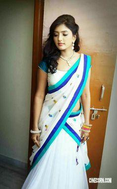 Exclusive stunning photos of beautiful Indian models and actresses in saree. Beautiful Girl Indian, Most Beautiful Indian Actress, Beautiful Saree, Half Saree Designs, Saree Blouse Designs, Indische Sarees, Half Saree Lehenga, Lehnga Dress, Indie Mode