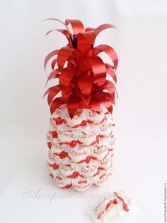 Ананас из конфет Рафаэлло д. - Ananas # d # Pralinen # Raffaello Source by Christmas Craft Projects, Christmas Crafts, Homemade Gifts, Diy Gifts, Unique Gifts, Diy Birthday, Birthday Gifts, Chocolate Flowers Bouquet, Candy Flowers