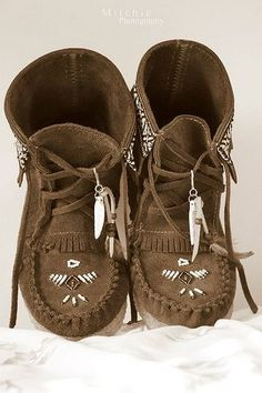 Indian princess shoes! I waaaaaant.