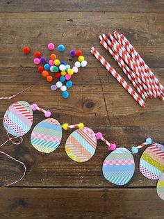 hoppy easter Make egg garland four ways, using watercolors, washi tape, pom-poms and wrapping paper. Easter craft with kids. Hoppy Easter, Easter Eggs, Spring Crafts, Holiday Crafts, Washi Tape Crafts, Washi Tapes, Diy Y Manualidades, Diy Ostern, Easter Activities
