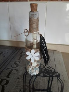 Botella decorada con mensaje realizada para regalo de una novia en su despedida.